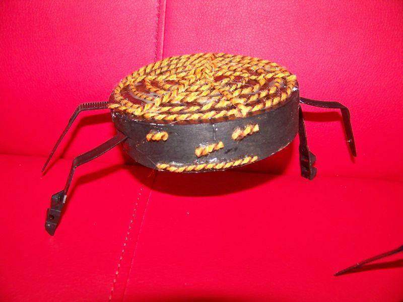 Petit bricolage araign e pour halloween d lices et for Petit bricolage facile