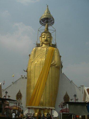 Bangkok, temple du Bouddha debout