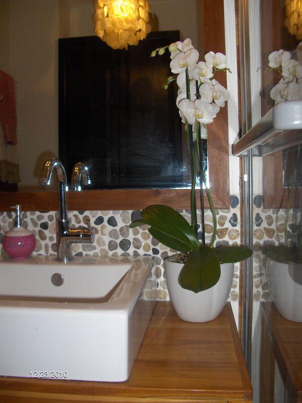 Une salle de bains feng shui la maison claire for Feng shui salle de bain sans fenetre