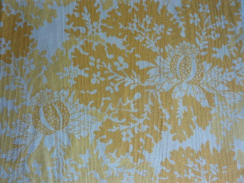 1961 tissu ameublement r cent fardis 1993 tons de jaune fleuri 65 x 90 l 39 univers textile des. Black Bedroom Furniture Sets. Home Design Ideas