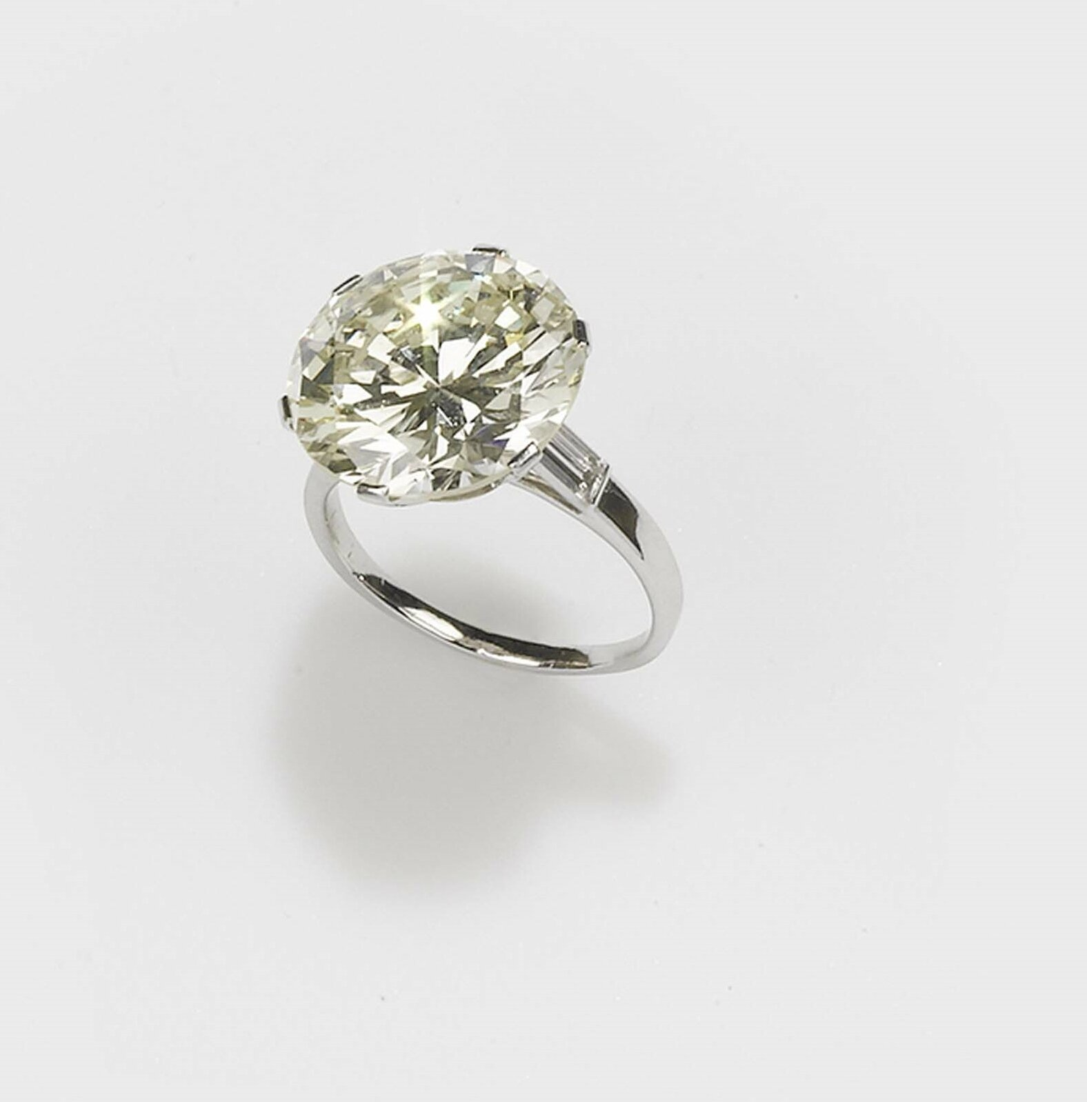 Diamond solitaire ring of approximately 17.00 carat