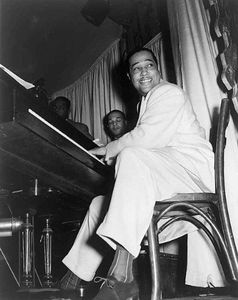 476px_Duke_Ellington_at_the_Hurricane_Club_1943_5_