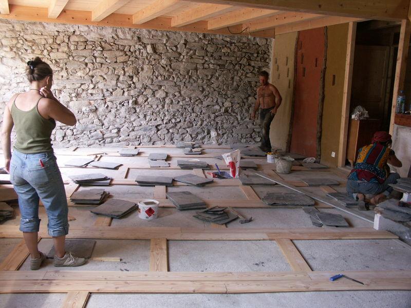 apr s les murs le sol grange autoconstruction d 39 une. Black Bedroom Furniture Sets. Home Design Ideas
