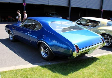 Oldsmobile_442_holiday_hardtop_coupe_de_1969__RegioMotoClassica_2010__02