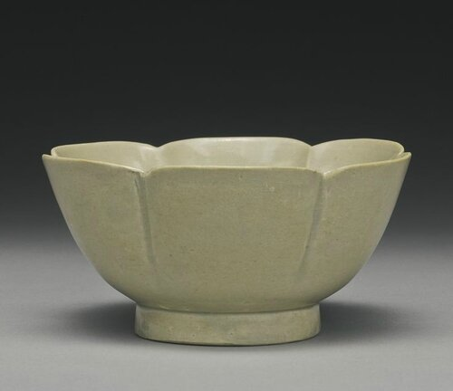 A foliate-rim 'Yue' bowl, Five dynasties, 10th century