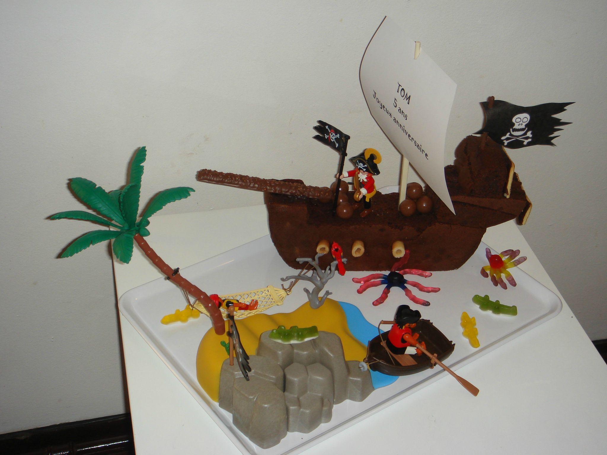 anniversaire voici une petite id e de d co le bateau pirate images frompo. Black Bedroom Furniture Sets. Home Design Ideas