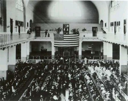 Ellis_Island_great_hall