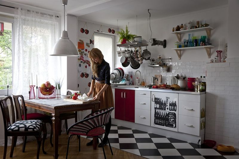 Eclectisme et originalite dans 46 m2 sonia saelens deco for Kitchen colors with white cabinets with 4 murs papier peints