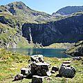 Lac d'Isabe, lac et table en pierre (64)