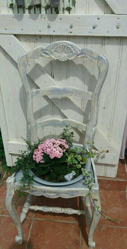 Quand les chaises passe au jardin