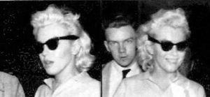 1955_April_NYEast50thStreet_Marilyn_010