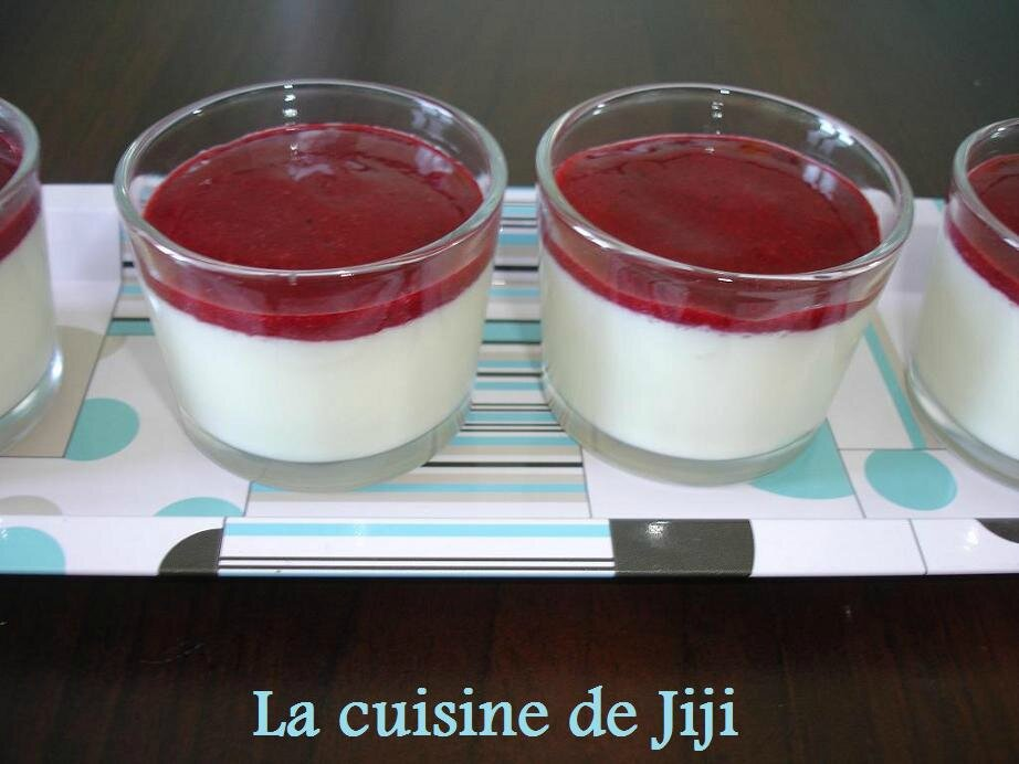 panna cotta aux fruits rouges la cuisine de jiji. Black Bedroom Furniture Sets. Home Design Ideas