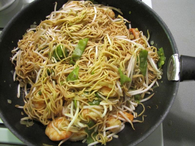 wok aux scampis et aux nouilles chinoises cuisine by mutante. Black Bedroom Furniture Sets. Home Design Ideas