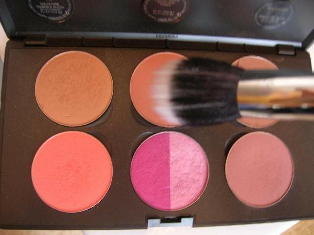19. appliquer le blush coppertone avec le pinceau 187