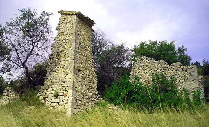 Les ruines de la ferme Jullien (3ème section)