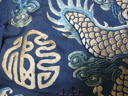 A_fine_blue_silk_ground_embroidered_dragon_robe4