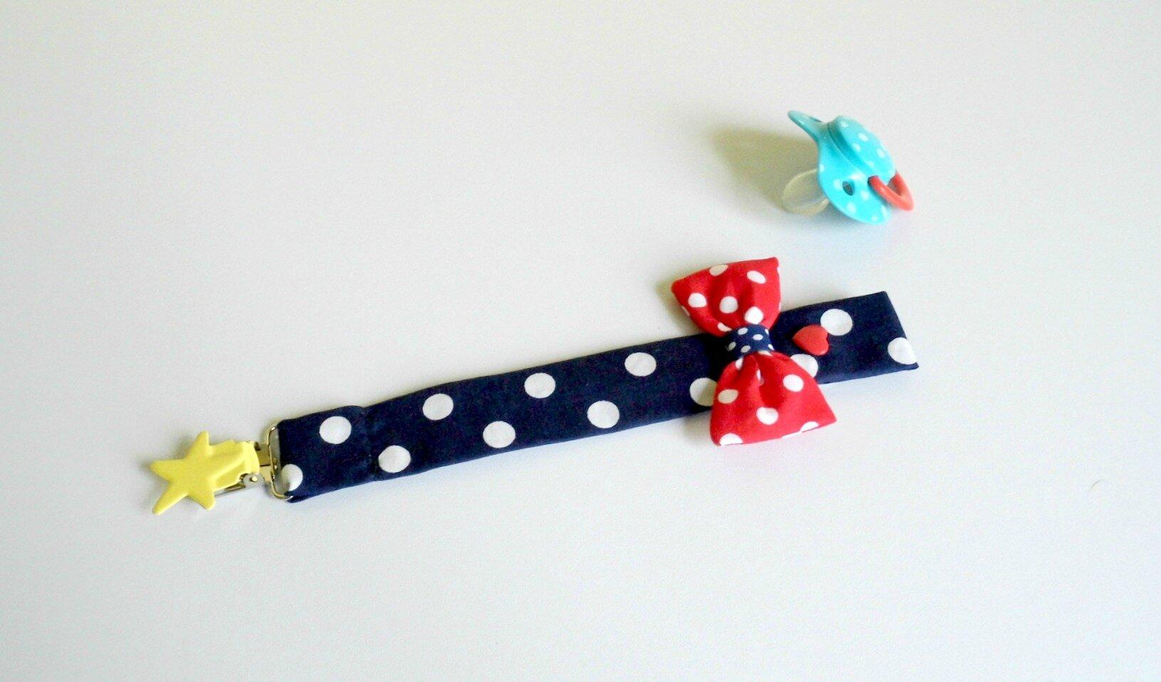 Attache tétine bleu marine à pois blancs noeud rouge à pois