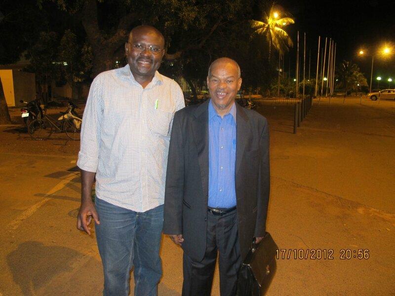 Le Président Hama Arba Diallo et le camarade Tene Sop à l'aéroport de Ouagadougou en 2012