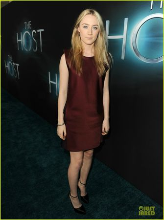 saoirse-ronan-max-irons-the-host-hollywood-premiere-01