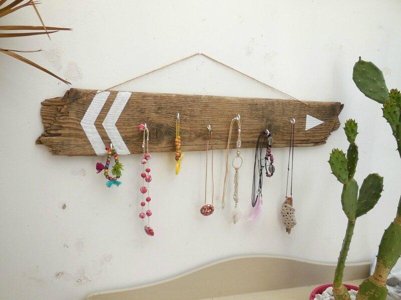 Porte bijoux en bois flotté style scandinave
