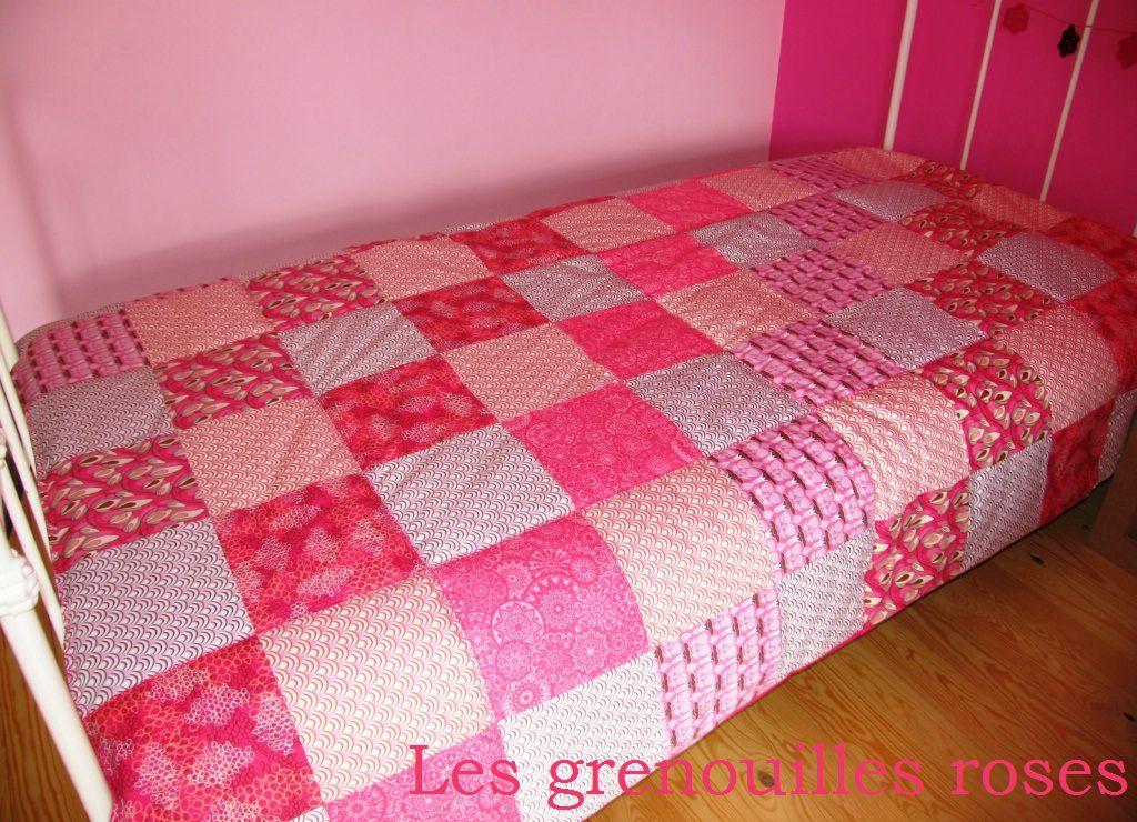 deux en un les grenouilles roses. Black Bedroom Furniture Sets. Home Design Ideas
