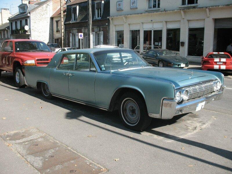 LincolnContinentalSedan1962av1