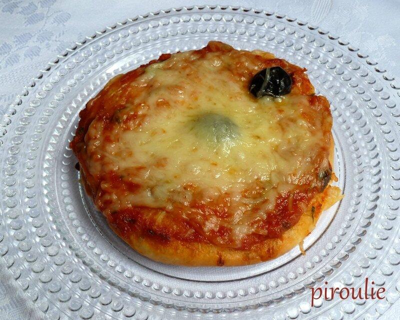 mini pizza aux poivrons avec ou sans fromage p tisseries et gourmandises. Black Bedroom Furniture Sets. Home Design Ideas