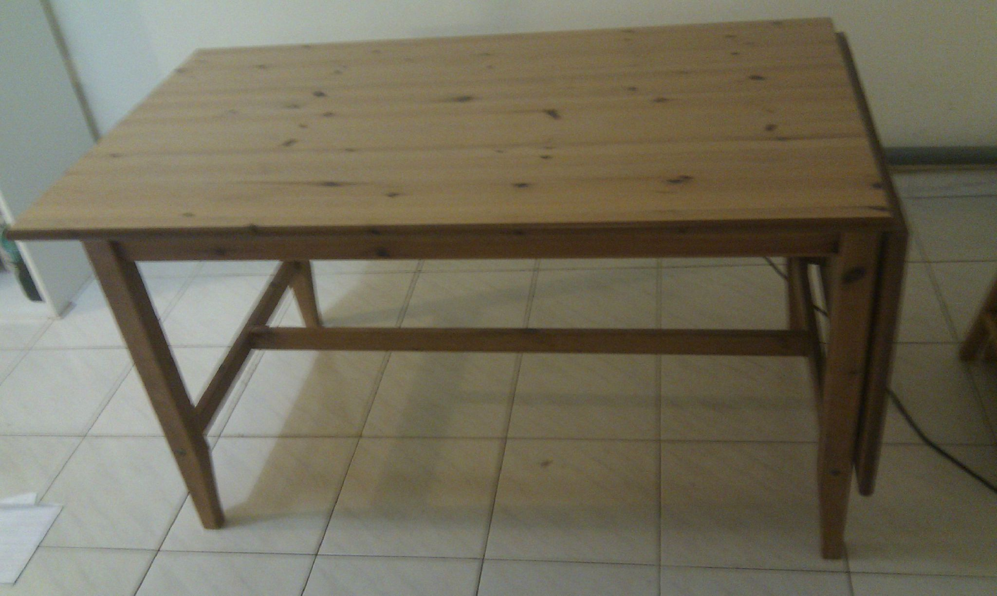 Table bois ikea rallonge table de lit a roulettes for Ikea table bois
