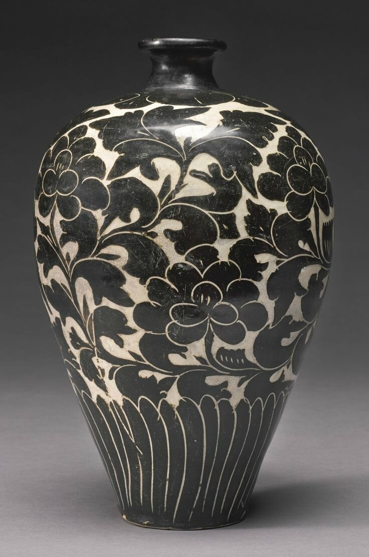 A Cizhou Sgraffito Peony Vase Meiping Northern