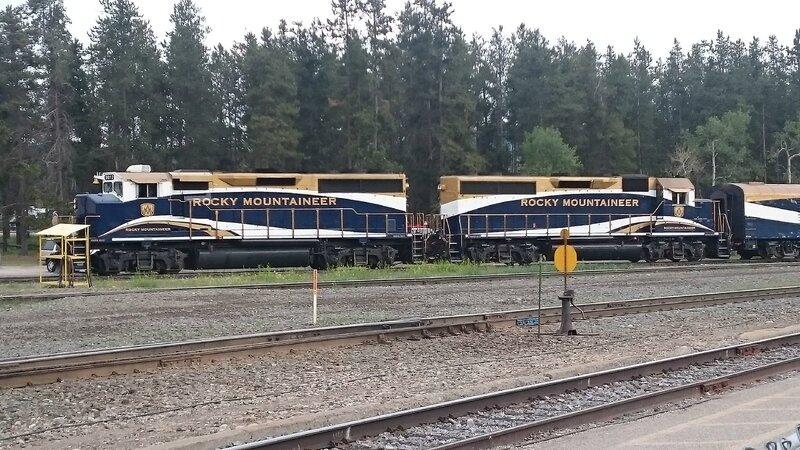 Le célèbre train des Rocheuses de passage à Jasper