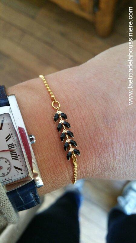 Bracelet César (noir et or) porté