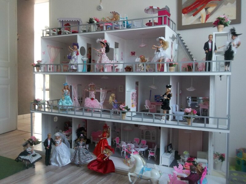 exemple de plan pour une maison de barbie construction de maisons de poup e barbie. Black Bedroom Furniture Sets. Home Design Ideas