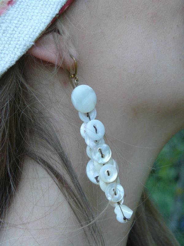 Boucles d'oreilles vieux boutons nacre -15€