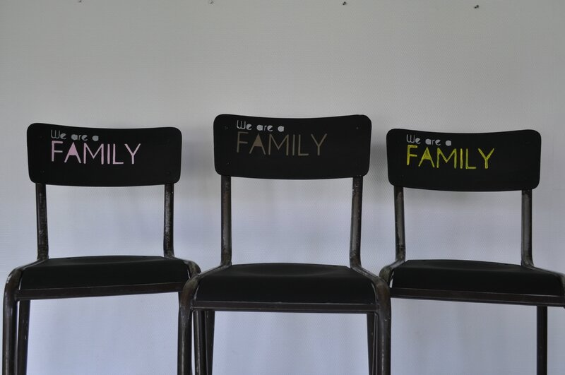 Chaises WE ARE A FAMILY - 1