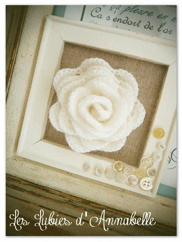 fleur au crochet dans un cadre lin (Copier)