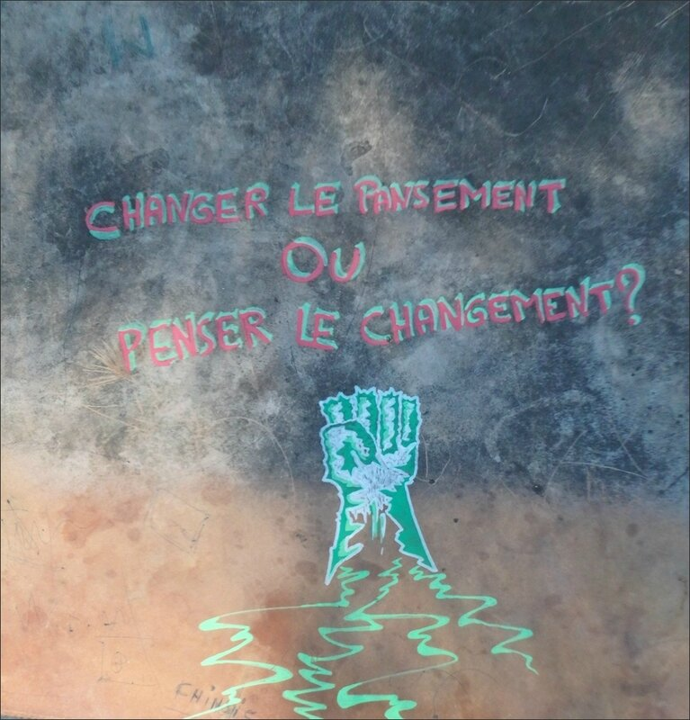ville table graff pansement changement poing vert 260517