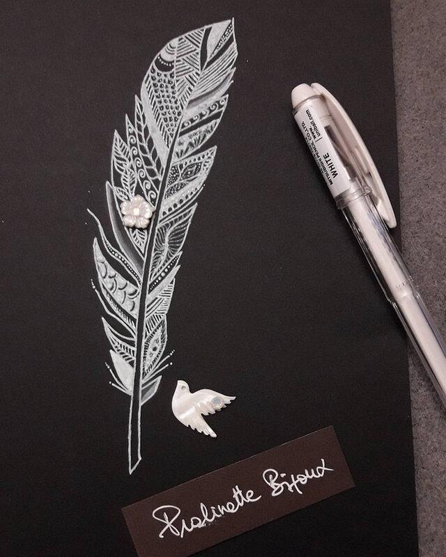 dessin-carte-bijou-nacre-mandala-doodle-zentagle-pralinette-bijoux-plume-feather