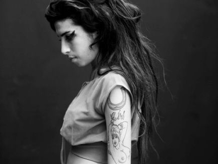 amy-winehouse-orserie-4-c5ebc