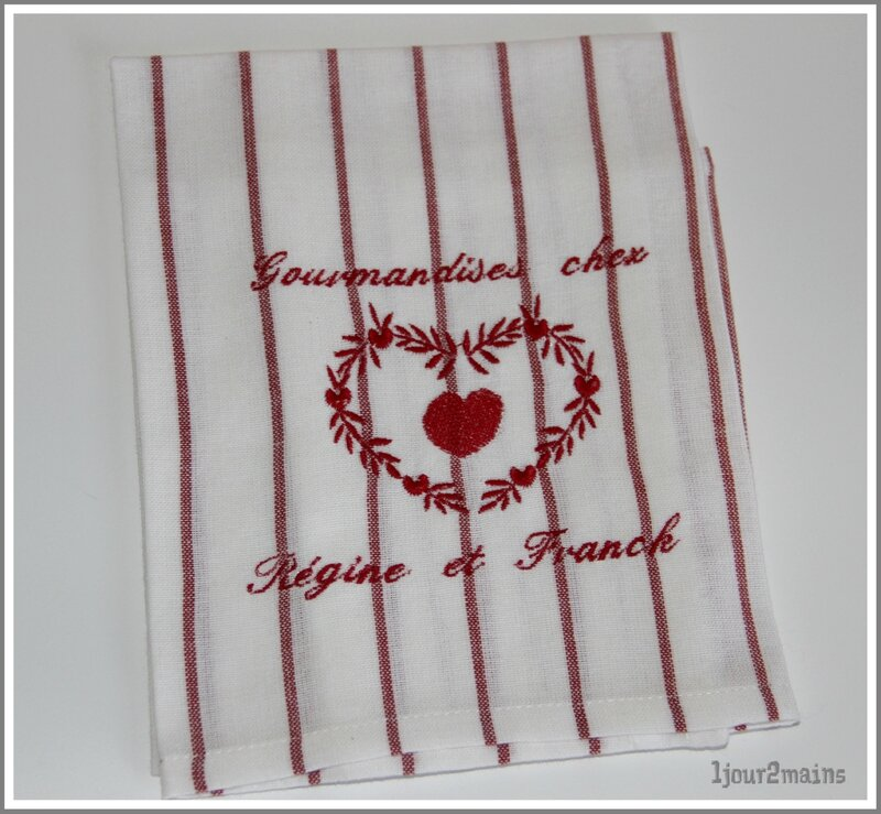 torchon coeur rouge