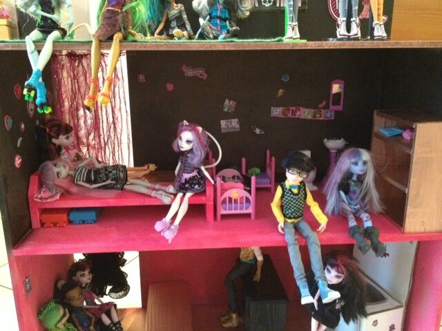 maison monster high et meubles bois les f es des id es. Black Bedroom Furniture Sets. Home Design Ideas