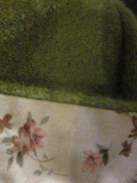 Chapeau AGATHE en laine bouillie vert olive - Doublure de coton vert tilleul à fleurs vieux rose - taille 54 (4)
