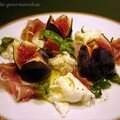 Salade au jambon cru et figues fraches, vinaigrette miel et citron