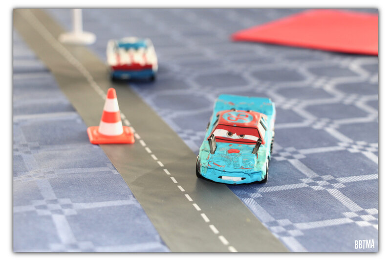 1-anniversaire-birthday-cars-flash-mcqueen-cars3-carsparty-deco-decoration-idee-theme-disney-disney-pixar-fete-gouter-piston-cup-gateau-logo-blog-bbtma-parents-maman-enfant-kids