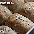 Petits pains au blé complet et flocons d'avoine.