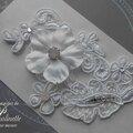 bijoux-mariage-de-peau-dentelle-strass-rose-et-fleur-rozen