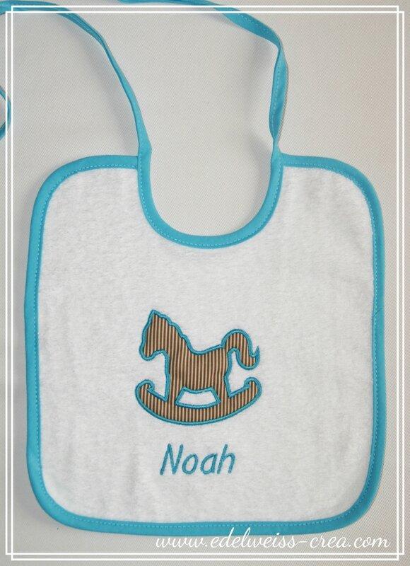 Bavoir brodé prénom - cadeau de naissance - NOAH
