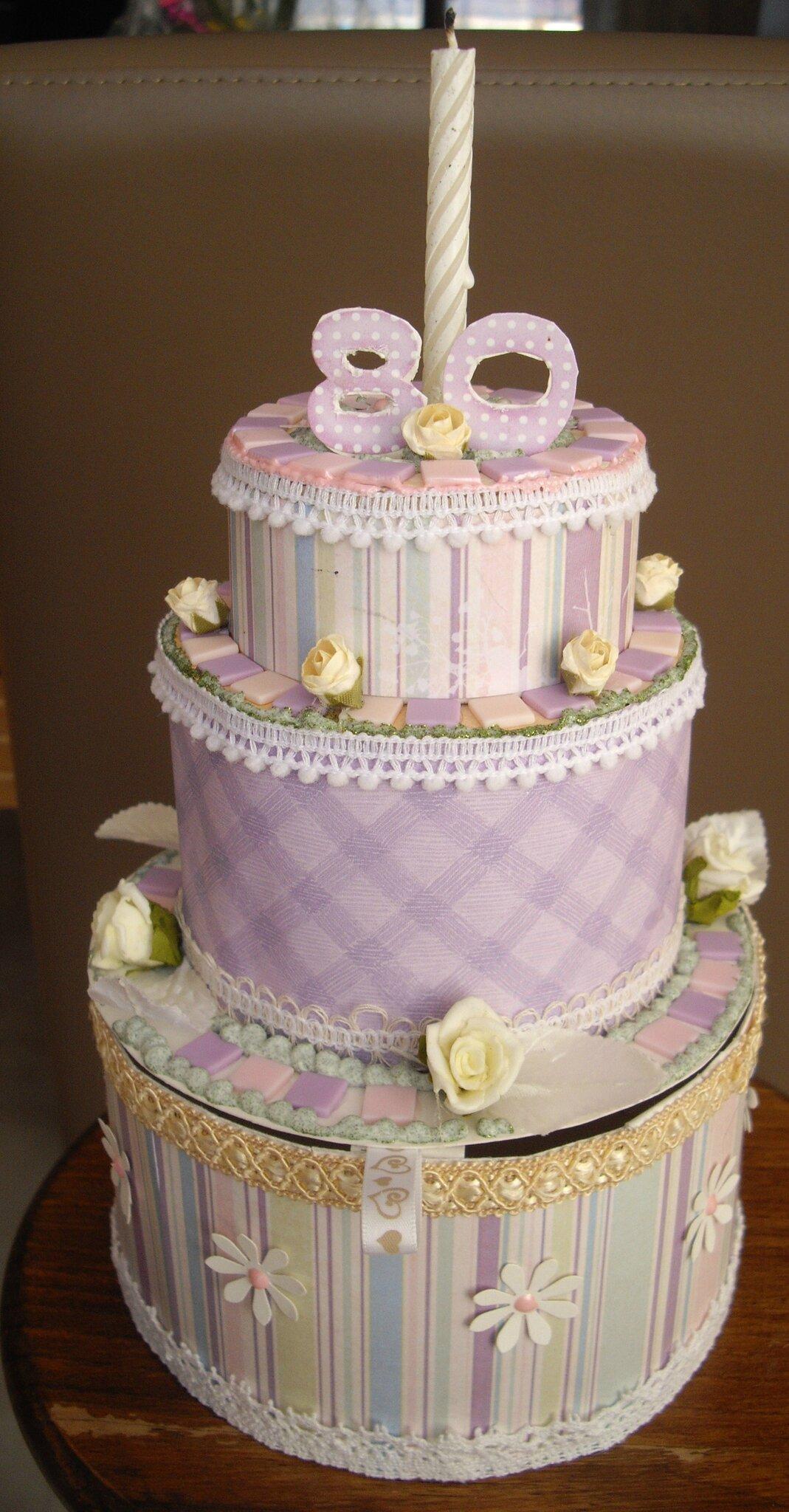 "Découpe ""gâteau d'anniversaire Happy Birthday"" scrapbooking embellissement"