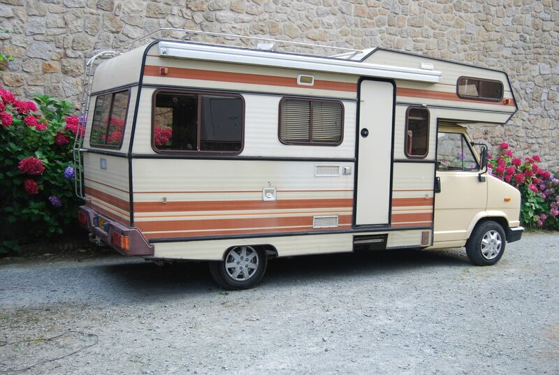 Camping car palace la f e caro bosse for Store interieur camping car