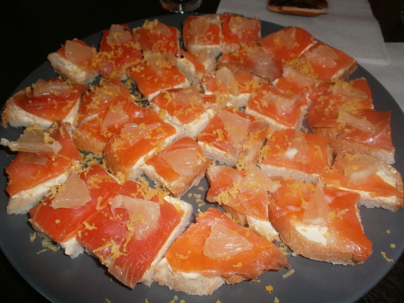 Canap s de saumon fum et magret de canard th mes co for Canape saumon fume