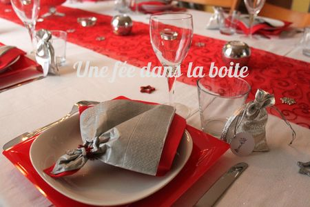 Table-noël-rouge-argent